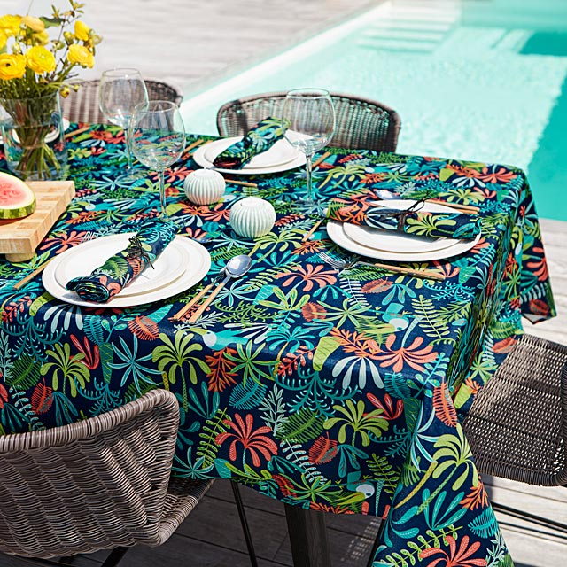 parrot-island-tablecloth