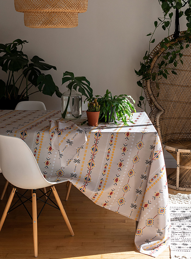 Exotic drawing tablecloth