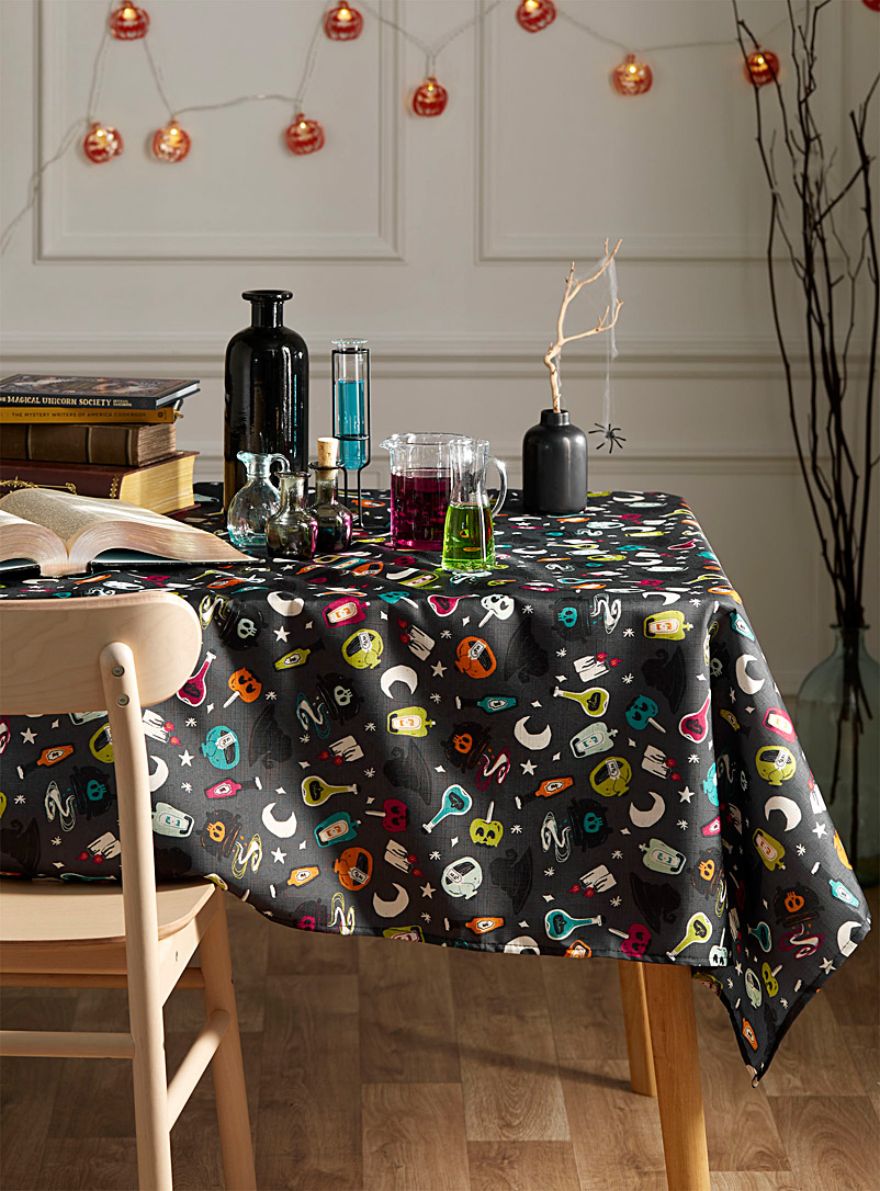 magical-potion-tablecloth