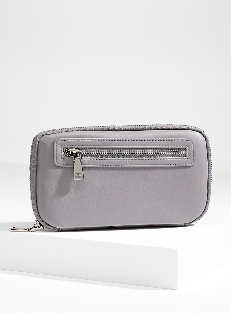 Rounded zip wallet