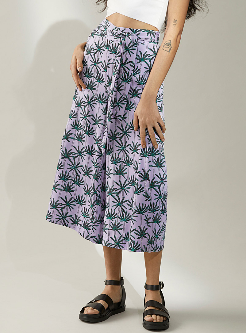 Ic?ne Patterned Crimson Silky tie-waist culottes for women