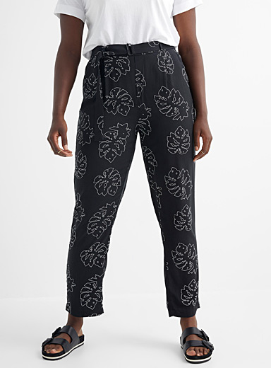 Patterned and belted fluid pant