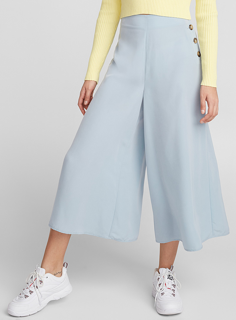 side-button-gaucho-pant
