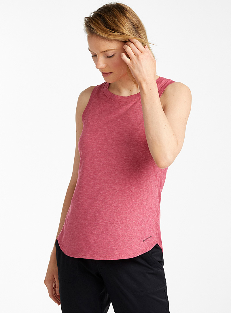 Columbia Red Place To Place stretch tank for women