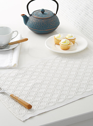 Textured diamond woven place mat