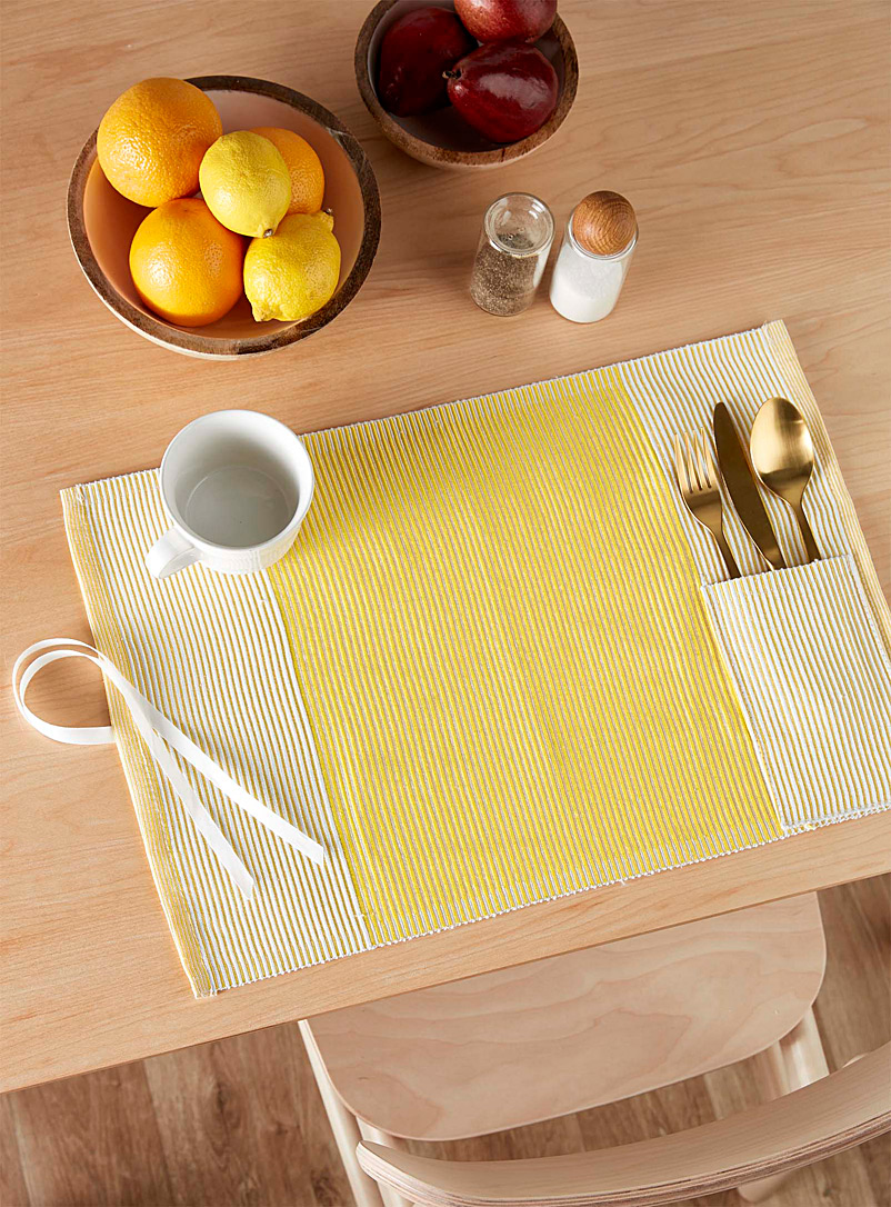 woven-stripe-travel-placemat