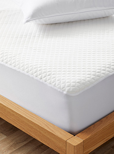 Cool mattress protector
