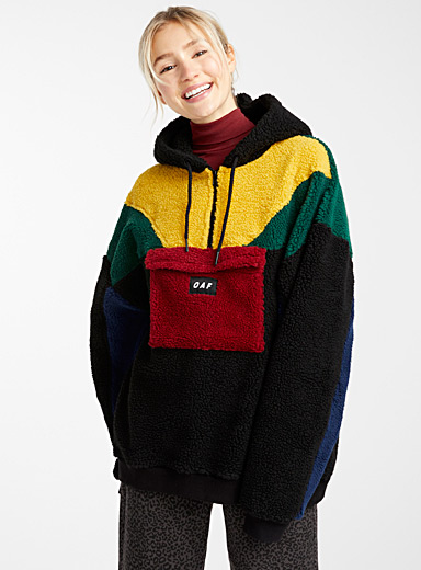 Le sweat sherpa couleurs blocs