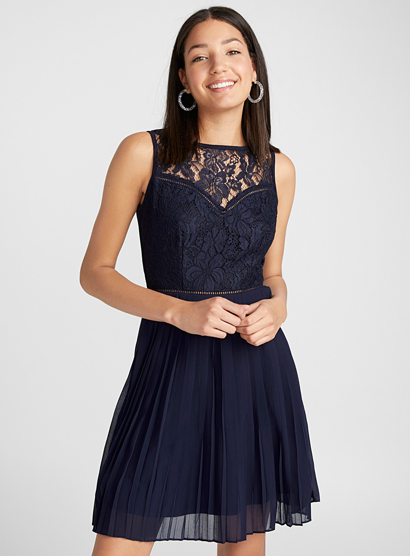 floral-lace-pleated-dress