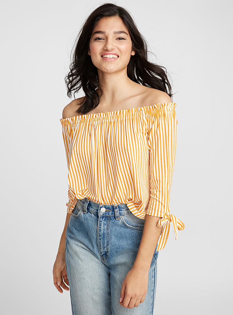 Accent bow off-the-shoulder tee - Short Sleeves & ¾ Sleeves - Patterned Yellow