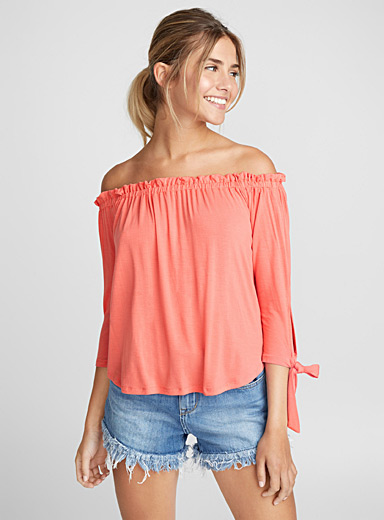 Accent bow off-the-shoulder tee