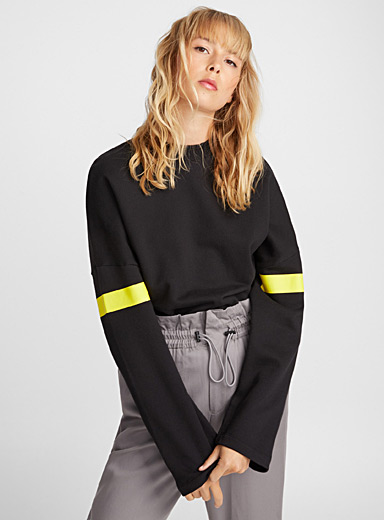 Le sweat ample découpes biais