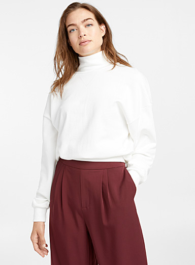 Loose mock-neck sweatshirt