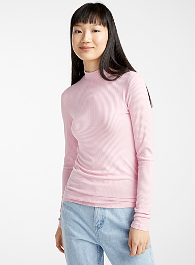 Finely ribbed mock neck