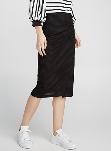 Vertical ribbing pencil skirt