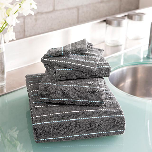 embroidered-turquoise-thread-towels