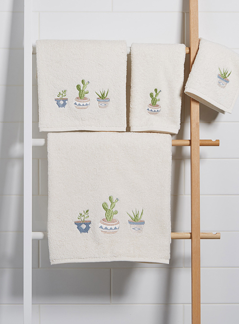 embroidered-succulent-towels