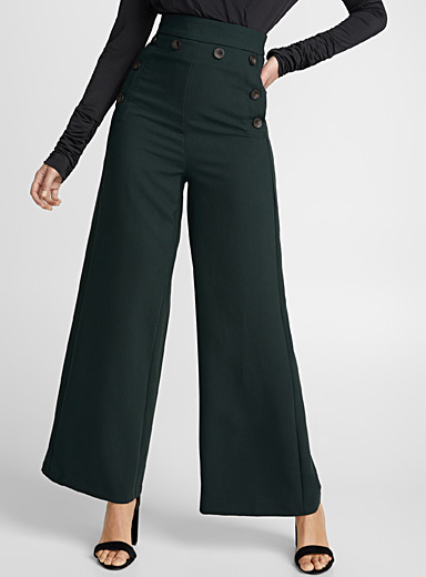 Le pantalon large boutons accent