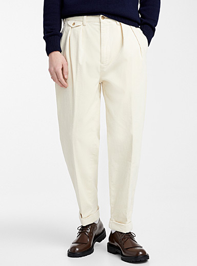 Pleated corduroy pant <br>Slim fit