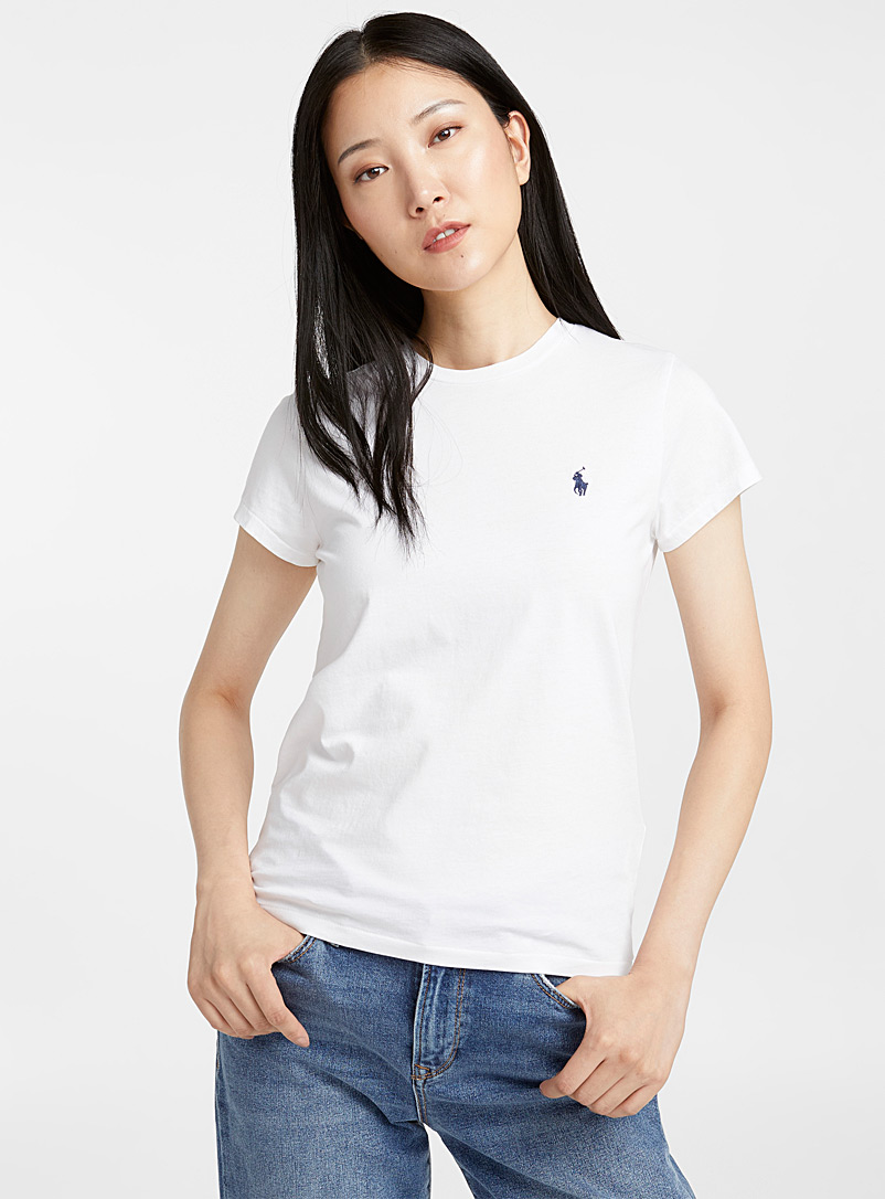 logo-embroidery-white-t-shirt