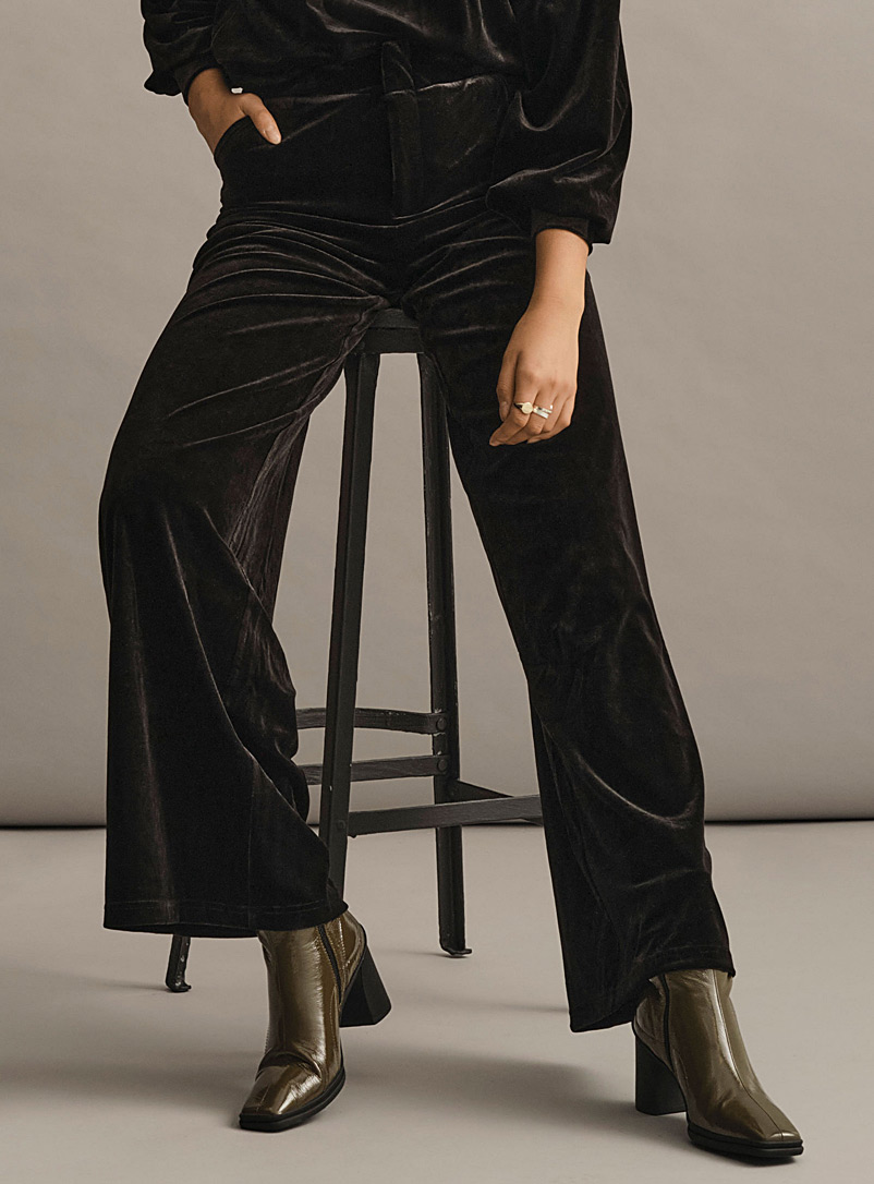 Icône Black Rich velvet wide-leg pant for women