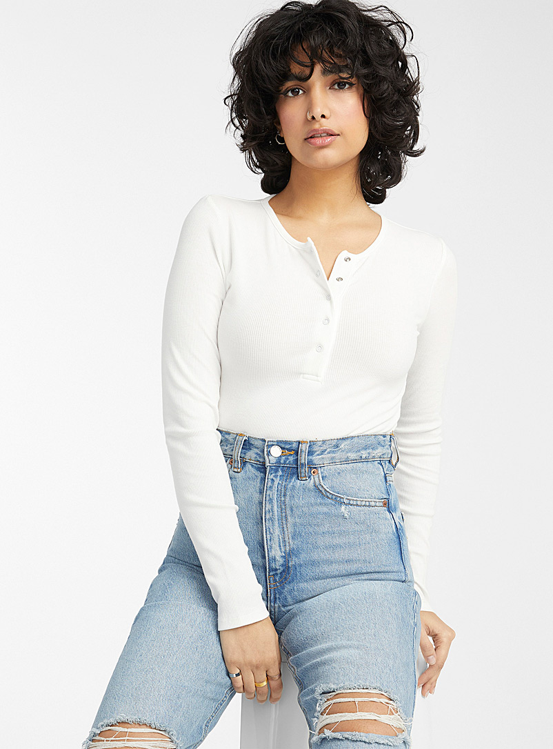 Snap-button cropped ribbed tee