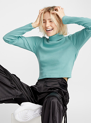 Cropped organic cotton turtleneck