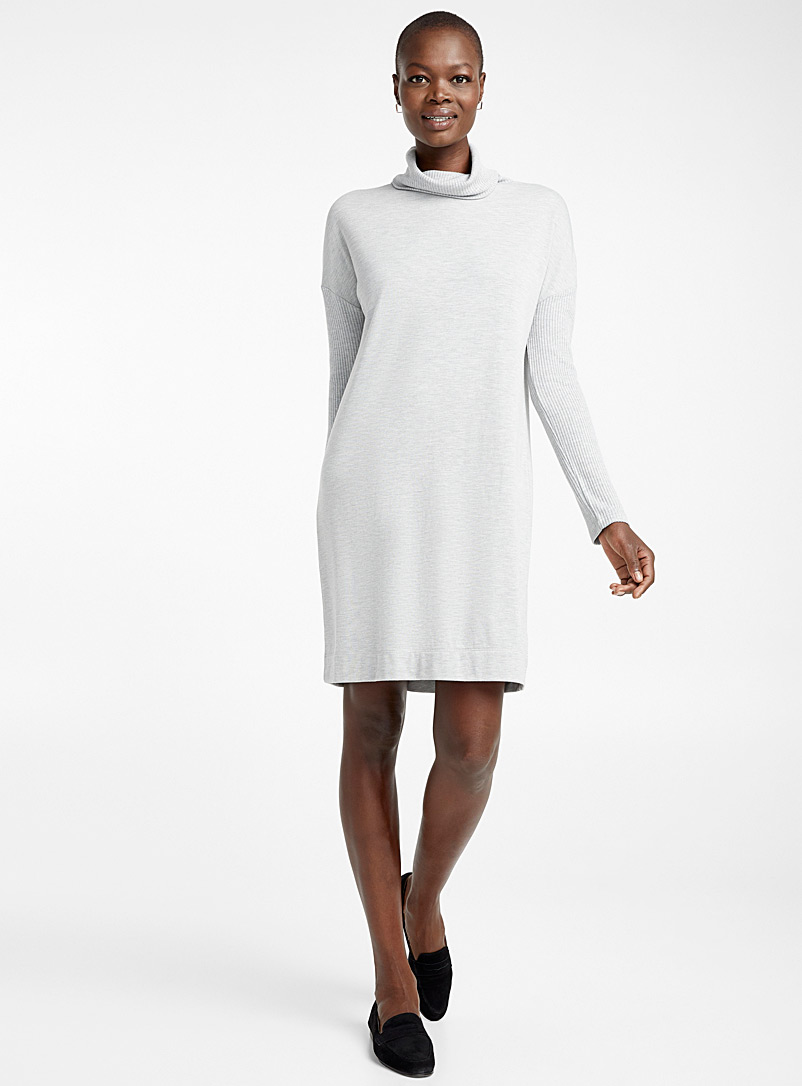 turtleneck-sweatshirt-dress