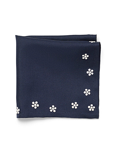 Embroidered daisy pocket square