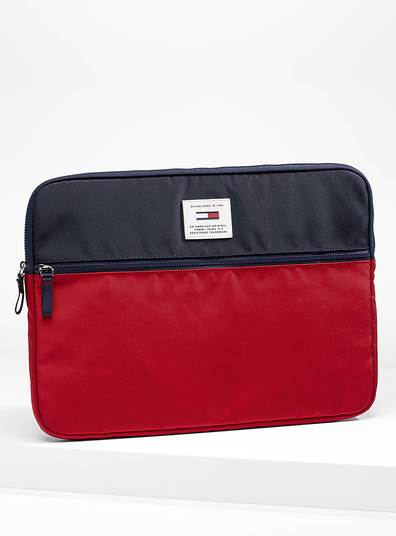signature-logo-laptop-case