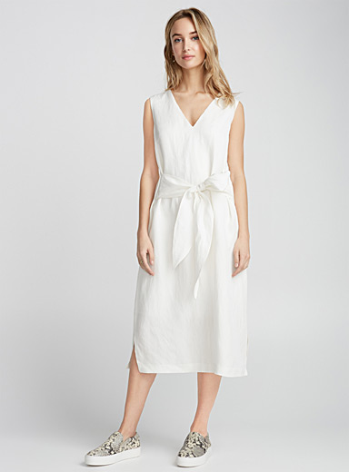 Chic linen tie-waist dress