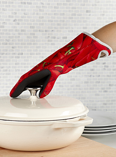 Hot pepper ergonomic neoprene oven mitt