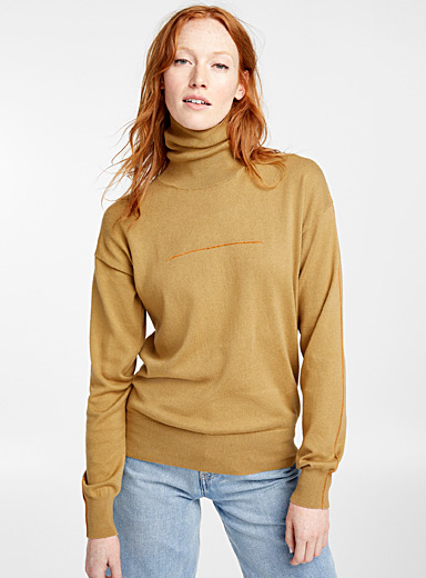 Contrast topstitch sweater