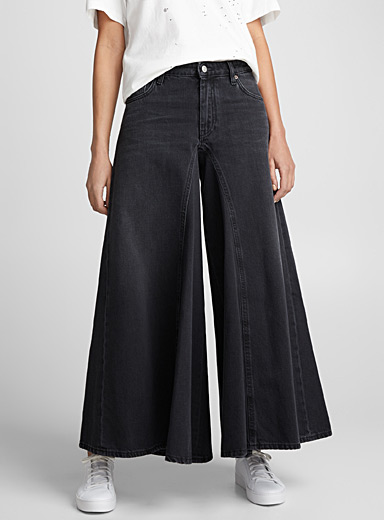 Extra wide-leg jean