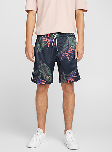 Le short athlétique tropical
