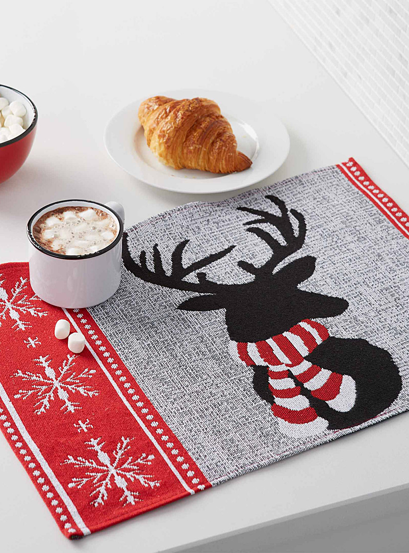 bundled-up-reindeer-tapestry-place-mat