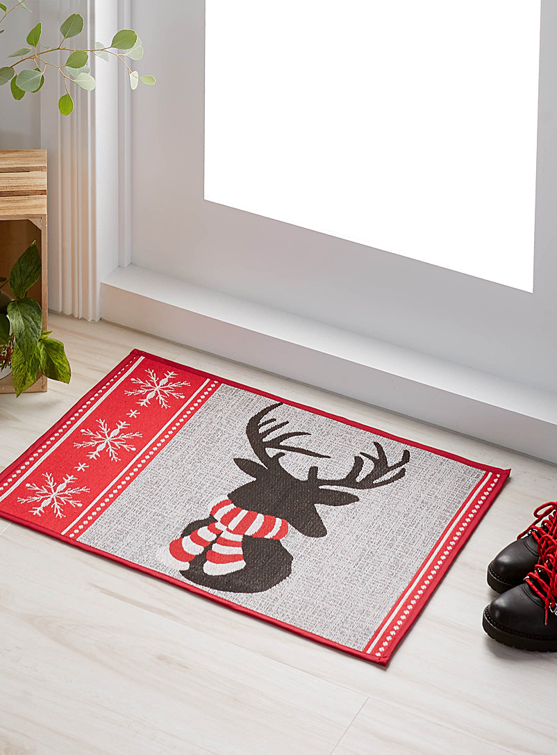Bundled-up reindeer rug  48 cm x 69 cm