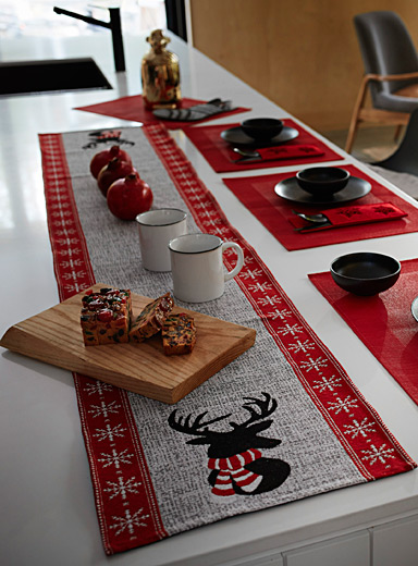 Bundled-up reindeer tapestry table runner  33 x 180 cm