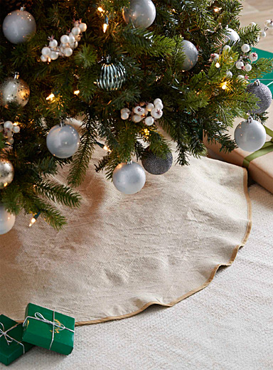 Golden accent tree skirt