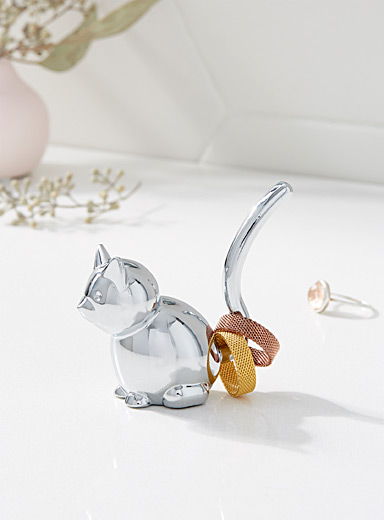 Chrome kitten ring holder