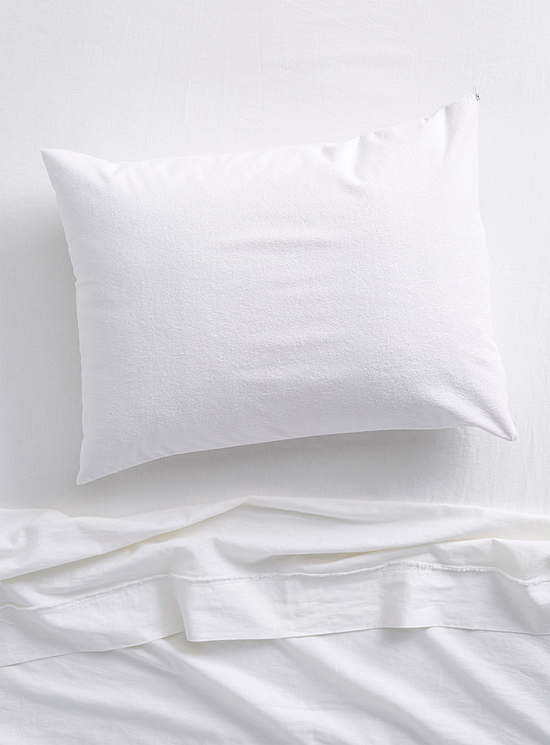Waterproof terry pillow protector